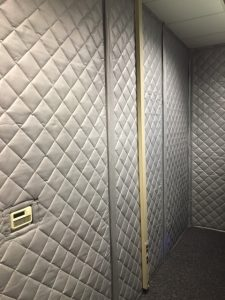 sound barrier blankets for soundproofing a wall for noise control