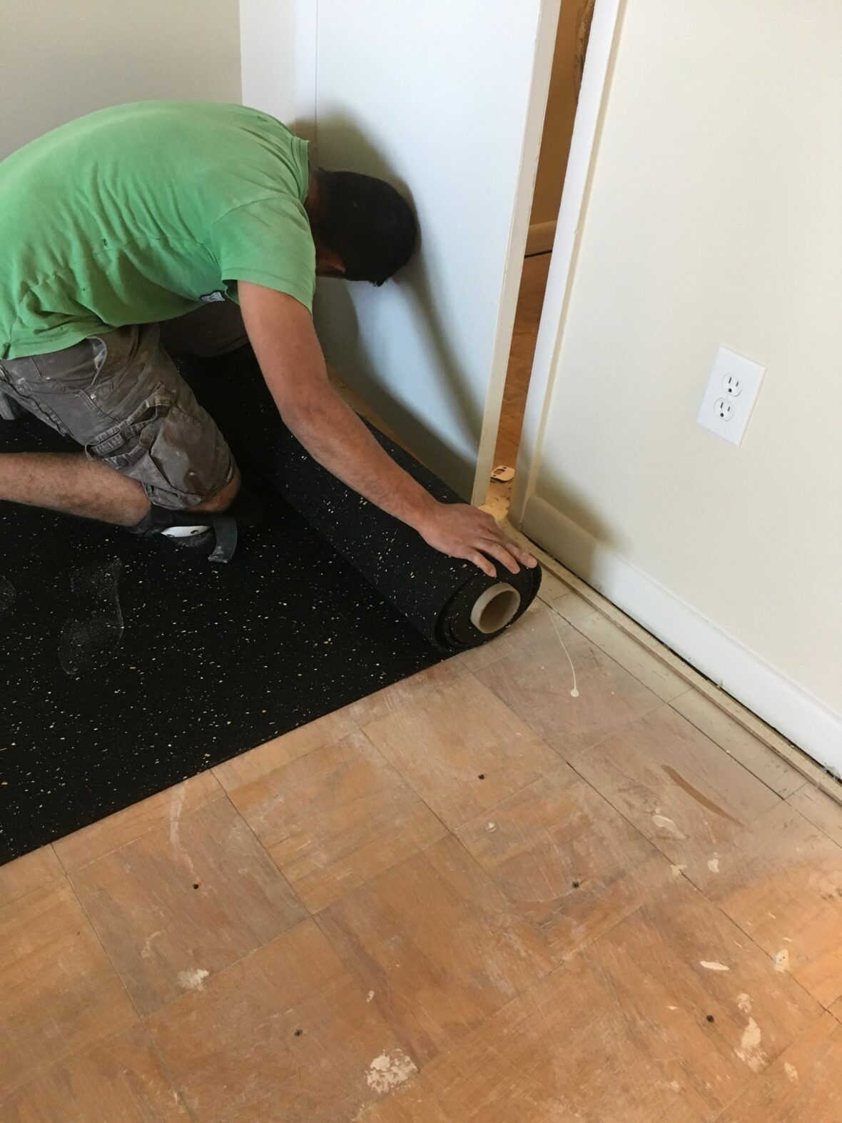 trimming Floor fighter for combating foot noise to soundproof a floor